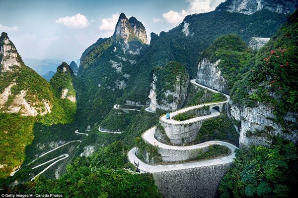 Đường lên chốn 'bồng lai tiên cảnh' ở núi Thiên An Môn, Trung Quốc. (Ảnh: Daily Mail)