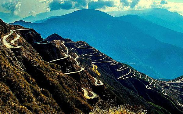 Đường zigzag 3 cấp độ ở Ấn Độ. (Ảnh: Musafir)