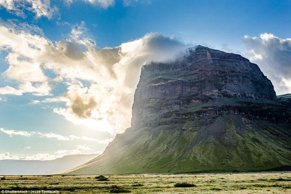 Route One đưa du khách khám phá hàng loạt cảnh quan kì vĩ. (Ảnh: Daily Mail)
