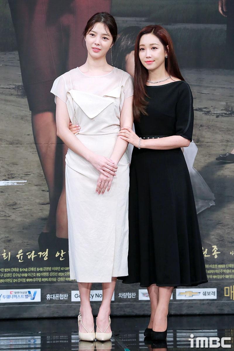 Lee Yoo Ri cùng nữ thứ Lim Hyun Gyung