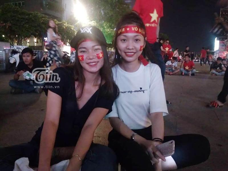 Đám đông cổ vũ Olympic Việt Nam: Nhìn đâu cũng thấy gái xinh 11