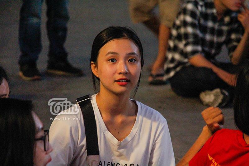 Đám đông cổ vũ Olympic Việt Nam: Nhìn đâu cũng thấy gái xinh 2