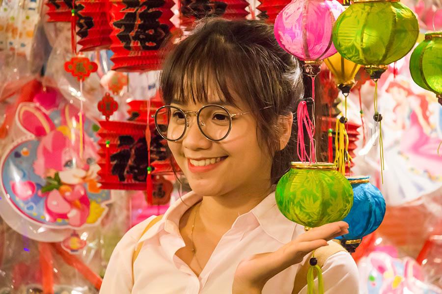 Những khoảnh khắc ấm áp của tình thân tại phố lồng đèn hot nhất Sài Gòn 20