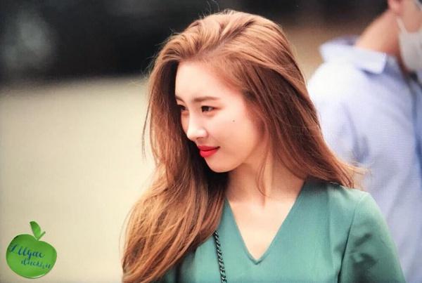 Hình ảnh Sunmi đến trường quay ghi hình cho Music Bank trước khi nhập viện khẩn cấp.