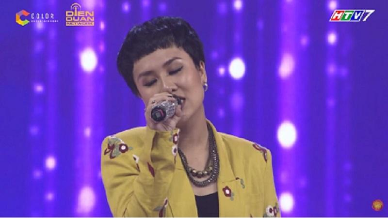Cô nàng chính là Huỳnh Tú, tác giả của bản hit 'Đường một chiều' làm mưa làm gió năm 2017.