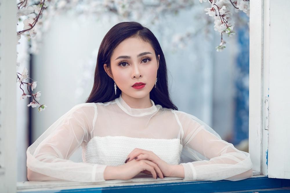 Lưu Hiền Trinh - thí sinh bước ra từ The Voice 2018sẽ trình diễn Khúc ca yêu đời (Hồ Hoài Anh).
