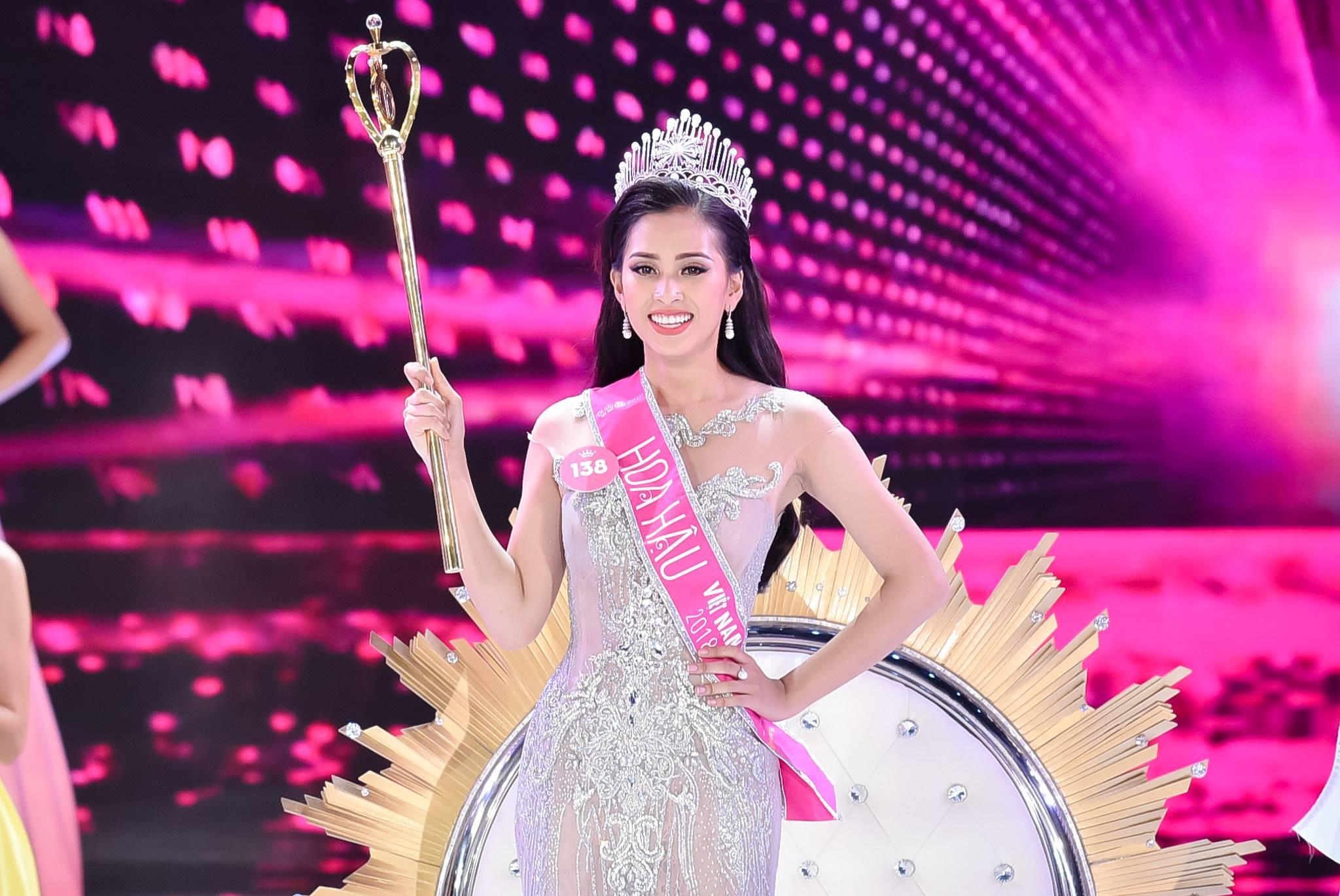 Trần Tiểu Vy là cô gái may mắn và tỏa sáng nhất đêm Chung kết Hoa hậu Việt Nam 2018.