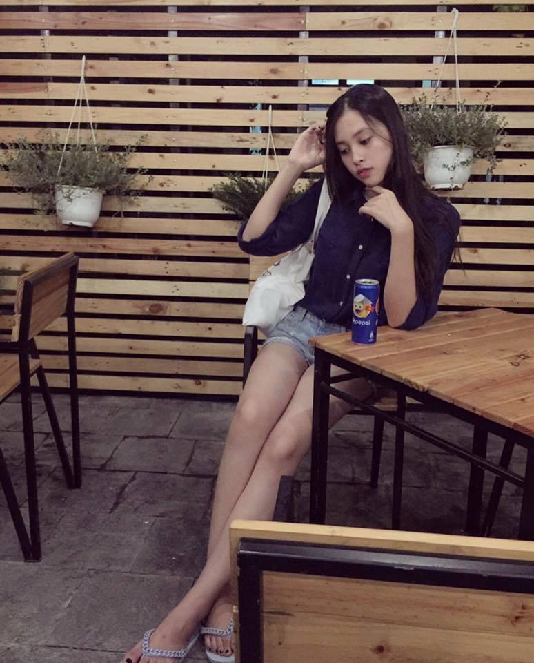 Ngắm mặt mộc trẻ trung và xinh đẹp của tân Hoa hậu Việt Nam Trần Tiểu Vy 15