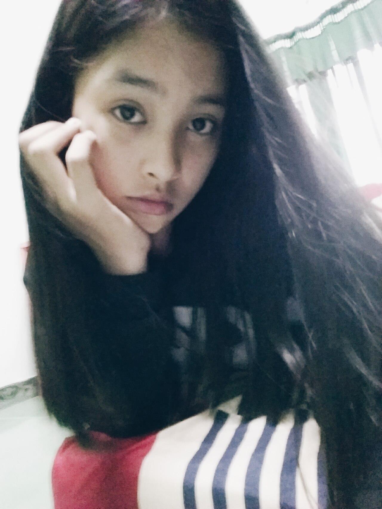 Ở nhữngbức ảnh được Tiểu Vy 'khoe' trên trang facebook cá nhân, cô nàng cũng rất giản dị như bao bạn trẻ ở độ tuổi học sinh - sinh viên khác.