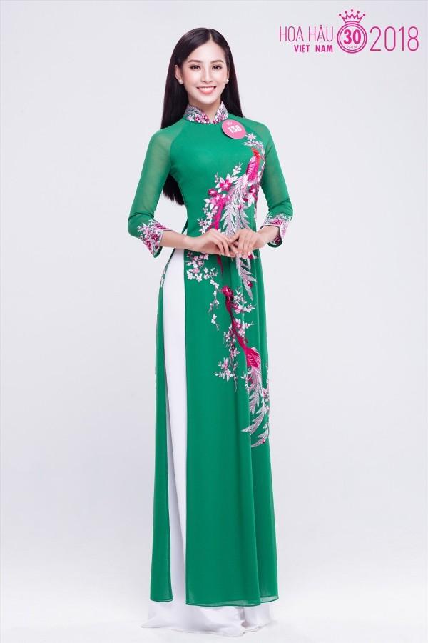 Không gây chú ý trên mạng, hay tham gia các cuộc thi sắc đẹp dành cho tuổi teen như những thí sinh khác, Trần Tiểu Vy là một gương mặt hoàn toàn mới.Tuy nhiêncô luônđược giới chuyên môn đánh giá là một nhân tố tiềm năng, có nhiều cơ hội để làm nên chuyện tại Hoa hậu Việt Nam 2018.