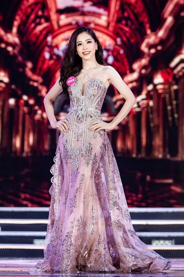 Phương Nga nhận danh hiệu Á hậu 1 trong sự hân hoan vui mừng của người hâm mộ
