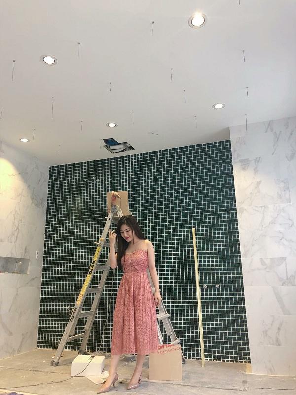 Không quá khó hiểu khi Hương Tràm cũng 'khoe' việc đang xây nhà mới khiến nhiều người ngưỡng mộ.
