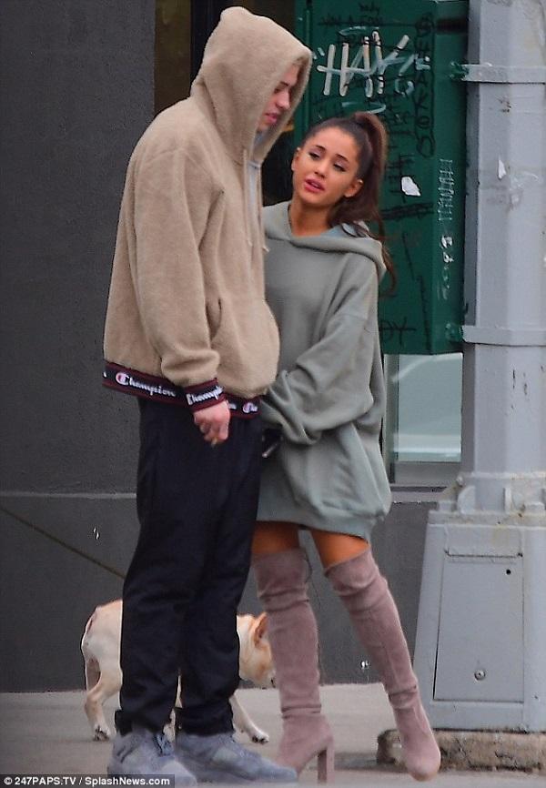 Ariana Grande buồn bã xuất hiện lần đầu bên chồng sắp cưới sau cái chết của người yêu cũ 3