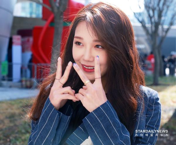 Trước đó, những bài hát Eun Ji tham gia sáng tác như Hopefully Sky và The Spring đều đạt được những thành công nhất định.