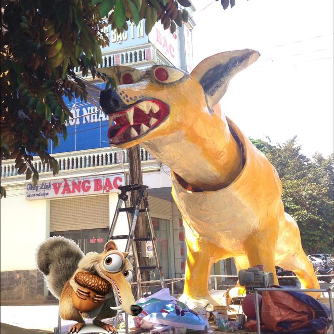 Với góc chụp này chú linh vật này khiến nhiều người liên tưởng đến Scrat. Ảnh Khánh Huyền - Group Không Sợ Chó.