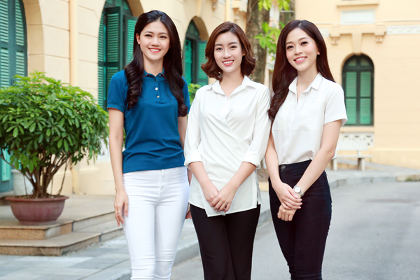 Tại buổi đến thăm và trao quà cho các bé nhân dịp Tết Trung thu còn có sự tham gia của Hoa hậu Đỗ Mỹ Linh, Á hậu Thanh Tú.