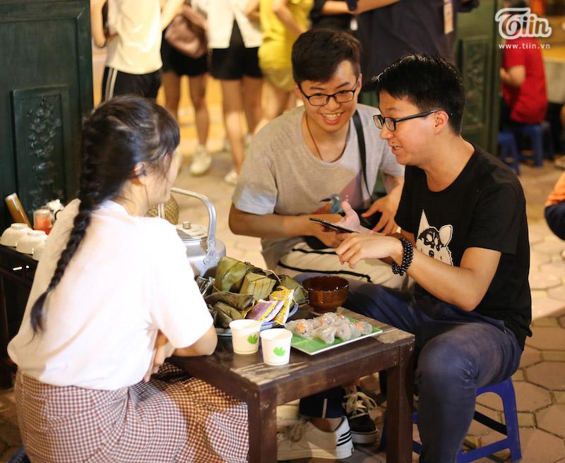 Đây là sự kiện quy tụ sự tham gia của cả cộng đồng người Việt Nam và cả người nước ngoài, nên người tham gia có cơ hội được trò chuyện, trao đổi ngôn ngữ và văn hóa thông qua các hoạt động của chương trình.