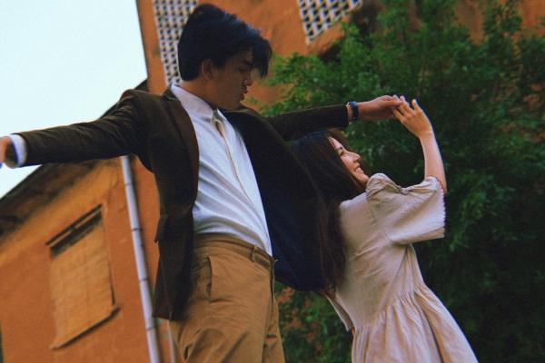 Diễm My 9xviết tâm thư, kể chuyện tình yêu xa nhưng lại chụp ảnh 'tình bể bình' bên Quang Đại 9