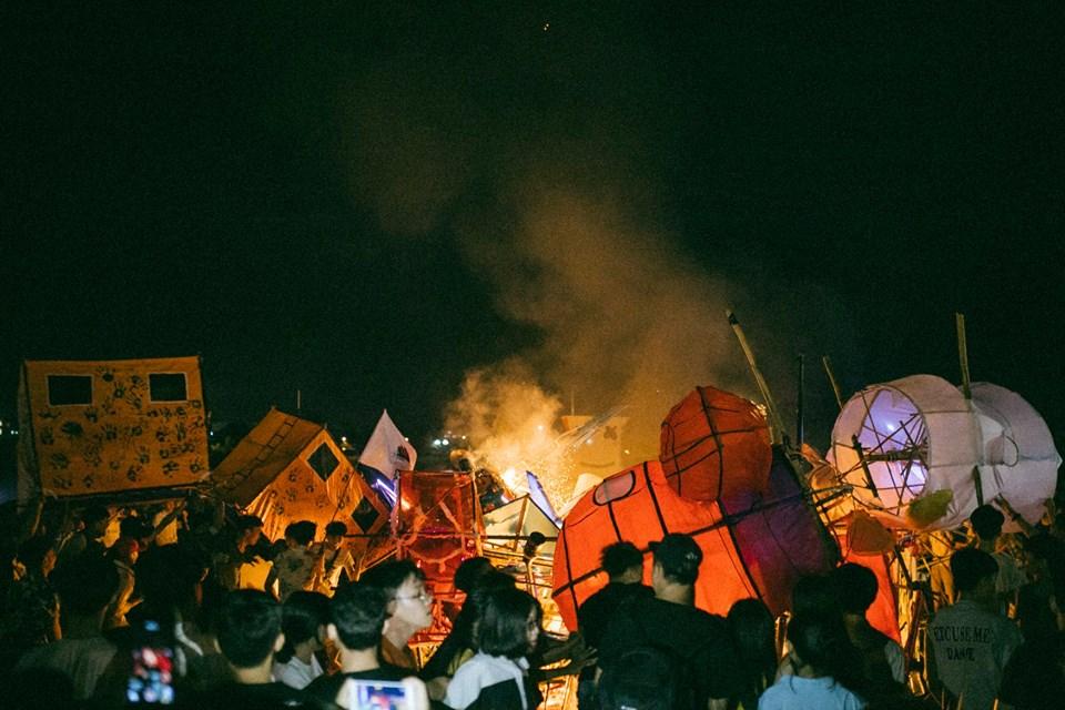 Trung thu của học sinh phố núi Kon Tum: Tụ họp 'chạy đèn', hô vang tên lớp náo nhiệt cả xóm 10