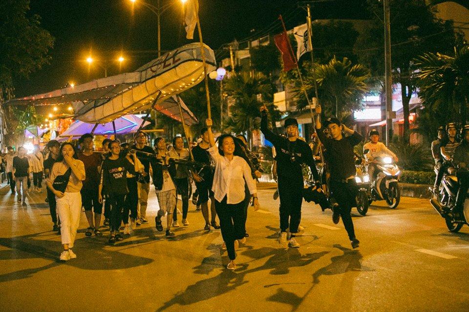 Trung thu của học sinh phố núi Kon Tum: Tụ họp 'chạy đèn', hô vang tên lớp náo nhiệt cả xóm 15