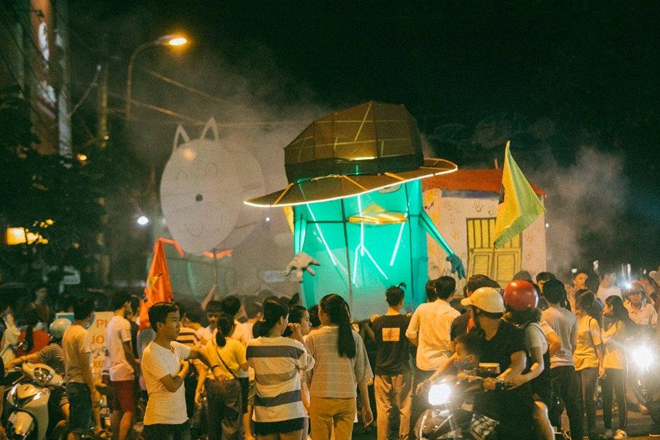 Trung thu của học sinh phố núi Kon Tum: Tụ họp 'chạy đèn', hô vang tên lớp náo nhiệt cả xóm 16