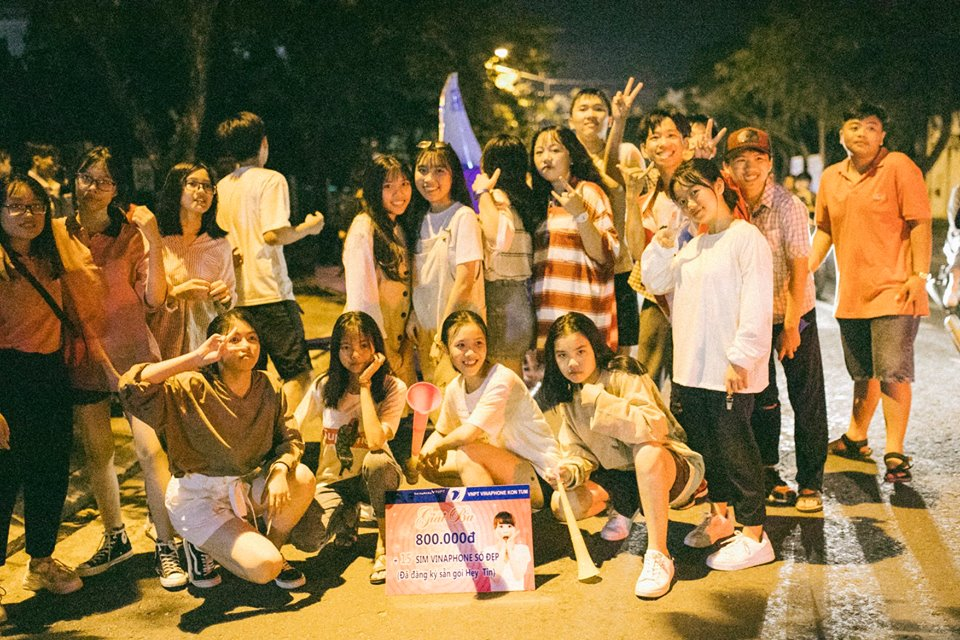 Trung thu của học sinh phố núi Kon Tum: Tụ họp 'chạy đèn', hô vang tên lớp náo nhiệt cả xóm 18