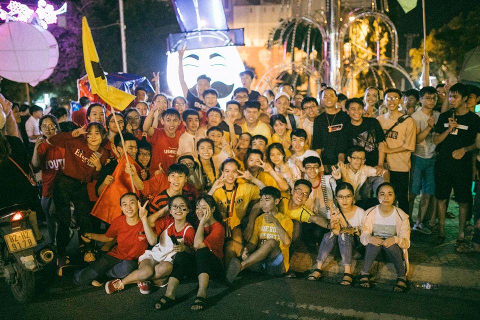 Trung thu của học sinh phố núi Kon Tum: Tụ họp 'chạy đèn', hô vang tên lớp náo nhiệt cả xóm 19