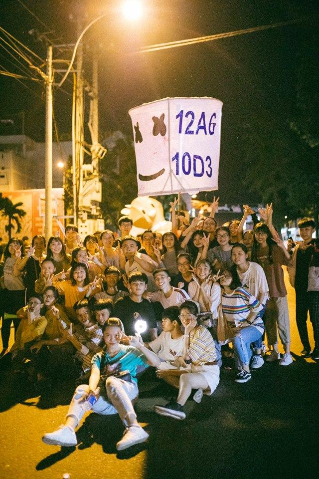 Trung thu của học sinh phố núi Kon Tum: Tụ họp 'chạy đèn', hô vang tên lớp náo nhiệt cả xóm 20