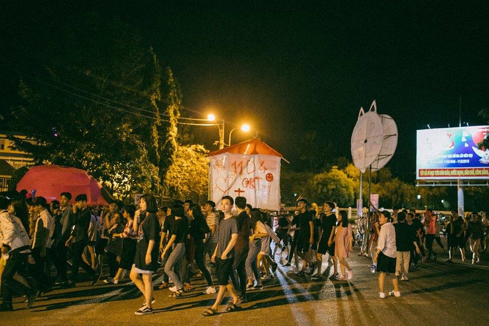 Trung thu của học sinh phố núi Kon Tum: Tụ họp 'chạy đèn', hô vang tên lớp náo nhiệt cả xóm 21
