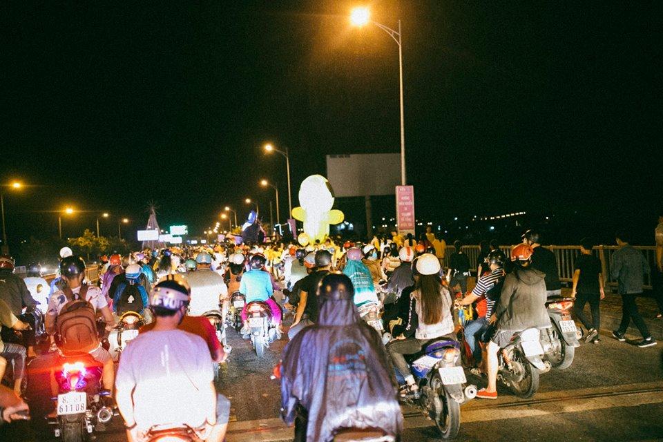 Trung thu của học sinh phố núi Kon Tum: Tụ họp 'chạy đèn', hô vang tên lớp náo nhiệt cả xóm 23