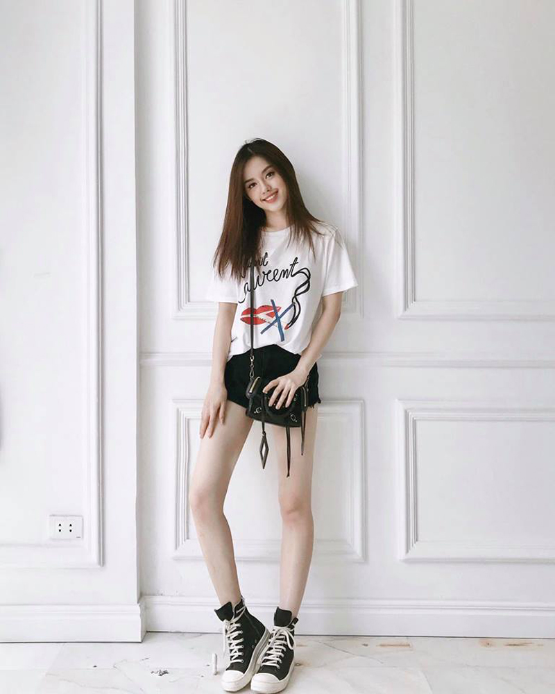 Khánh Linh với vẻ đẹp sang trọng, ngọt ngào.
