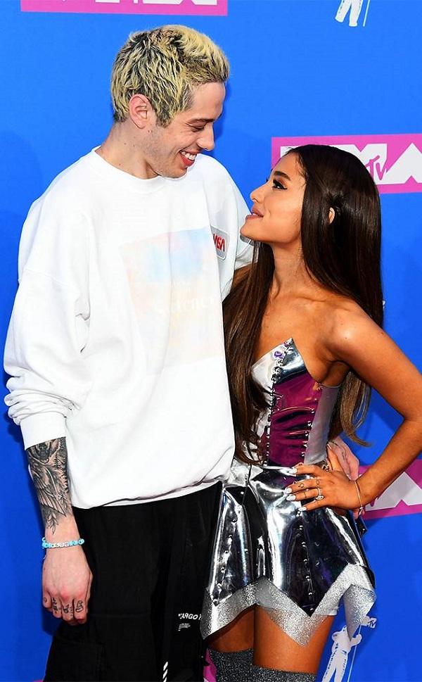 Ariana Grande và tình mớiPete Davidson. Hôn nhân của họ gặp phải nhiều ý kiến trái chiều.