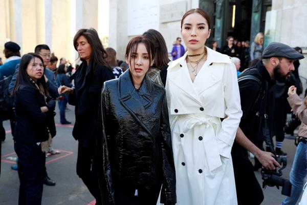 Kỳ Duyên dự show cùng nữ ca sĩ San Dara Park (cựu thành viên của nhóm nhạc 2NE1).Nàng hậu sinh năm 1996 vui vẻ đọ sắc cùng ngôi sao xứ Kim chi.