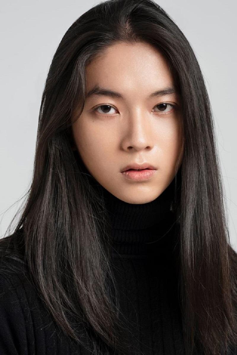 Chàng trai 9X nuôi tóc dài khiến cộng đồng chị em ghen tỵ vì nhan sắc xinh như mộng 8