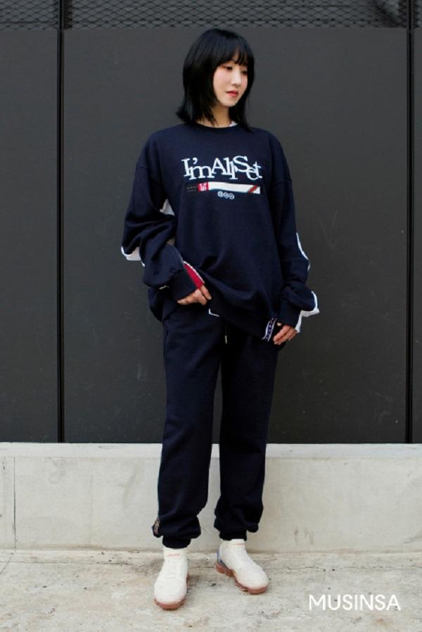 Công thức mix đồ theo style sporty khỏe khoắn luôn được ưa chuộng vì độ cá tính, cool ngầu mà nómang lại cho người mặc.