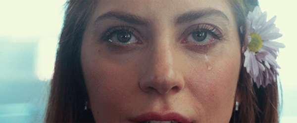 Từng ánh mắt của Gaga trong phim đều như biết nói.