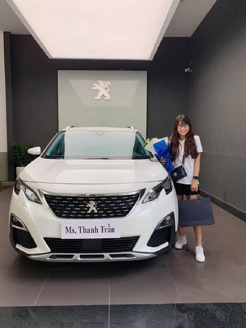 Hot Vlogger Thanh Trần bên chiếc siêu xe mới 'tậu'.