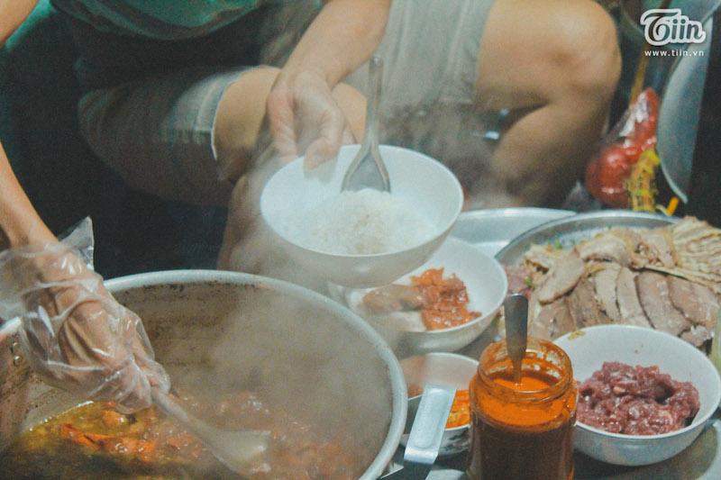 Phở sốt vang chỉ khác ở thịt sốt vang, còn nước dùng vẫn như bình thường.