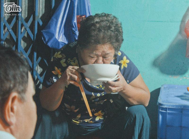Hà Nội có một quán phở đã 30 năm chỉ mở vào 3 giờ sáng 13