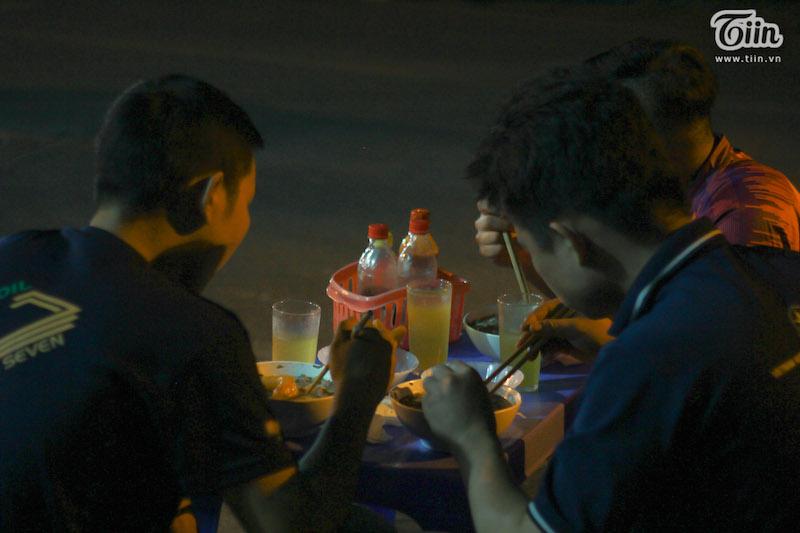 Hà Nội có một quán phở đã 30 năm chỉ mở vào 3 giờ sáng 15