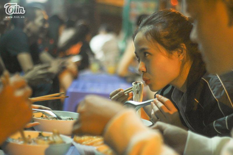 Hà Nội có một quán phở đã 30 năm chỉ mở vào 3 giờ sáng 16