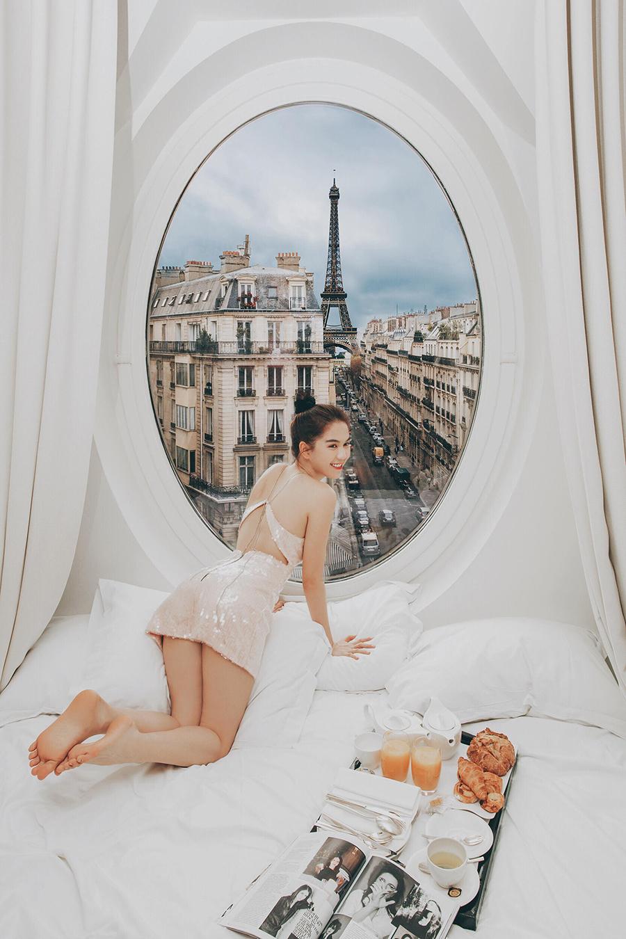Ngọc Trinh nóng bỏng đón bình minh từ khách sạn sang chảnh bậc nhất nước Pháp 5
