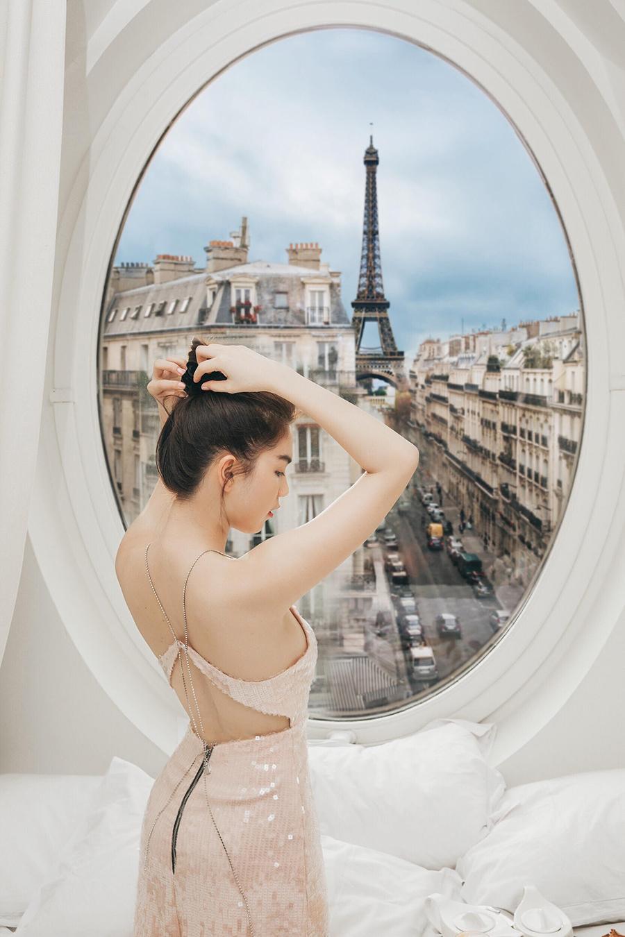 Ngọc Trinh nóng bỏng đón bình minh từ khách sạn sang chảnh bậc nhất nước Pháp 6
