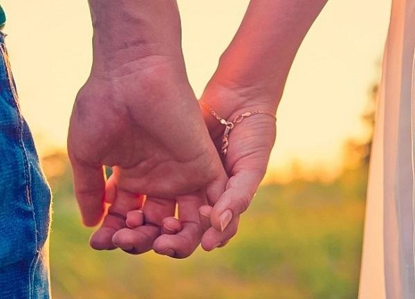 Cách nắm tay tiết lộ điều gì về mối quan hệ của bạn? 0