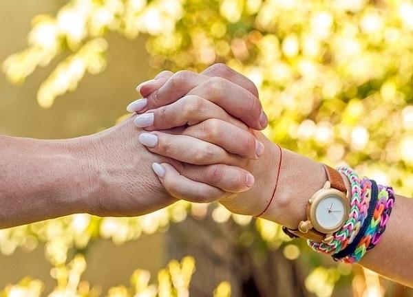 Cách nắm tay tiết lộ điều gì về mối quan hệ của bạn? 5