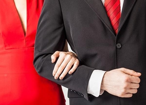 Cách nắm tay tiết lộ điều gì về mối quan hệ của bạn? 8