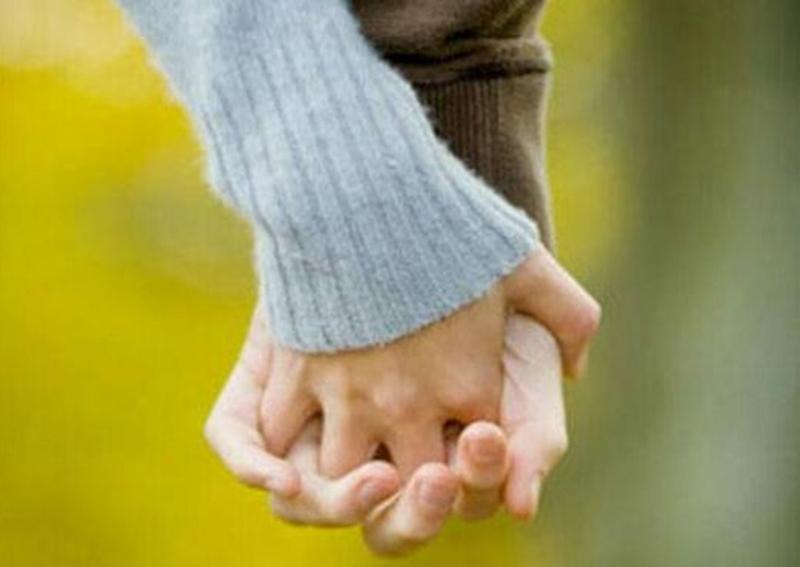 Cách nắm tay tiết lộ điều gì về mối quan hệ của bạn? 2
