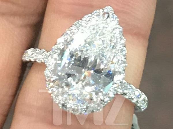 Nhẫn đính hôn củaAriana Grande.