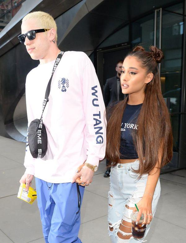 Với số tài sản lớn hơn, Ariana Grande là người chịu các khoản 'tình phí'.