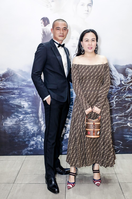 Doanh nhân Phượng Chanel hạnh phúc chúc mừng vai diễn ấn tượng của chồng mình.